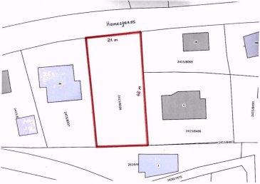 Immo Corner, votre agence disponible 7j/7j vous propose un joli terrain à bâtir SANS CONTRAT DE CONSTRUCTION de 9,07 ares à Greiveldange (Commune de Stadtbredimus).  Le terrain permet la construction d'une maison avec une piscine extérieur libre de 4 côtés de +/- 260m2 habitables et plus que 400m2 en total sur trois niveaux avec 145m2 de terrasses. Il est idéalement situé dans une rue bien calme et paisible aux abords de la nature.  Terrain est en pente accessible par deux côtés. Toiture plate est autorisée.  Les plans de la maison-projet sont disponible dans notre bureau.  Disponibilité à l'acte notarié.   Pour toute question votre agent Immo Corner se tient à votre entière disposition.