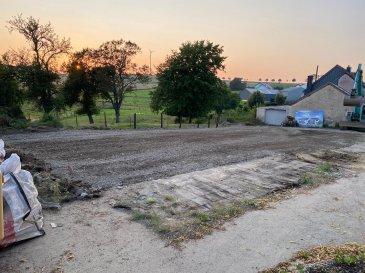 Grand terrain avec vue imprenable a vendre. Ce terrain est pour construire une maison libre de 4 cotés et sans contrat de construction. La fermette est deja démolie.