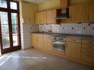 APPARTEMENT T3 SARREGUEMINES - 3 pièce(s) - 70 m2. SARREGUEMINES dans un quartier agréable ~~Appartement au 1er étage comprenant entrée avec interphone, cuisine équipée avec balcon, salon, salle à manger, poêle à peler, deux chambres, salle d\'eau avec douche et meuble, espace vert privatif, cave. loyer 450 euros + charges 55 euros ( l\'eau,  lumière communs,  entretien chaudière, collecte des ordures ménagères).~Honoraires 385 TTC~~Contact Nord sud immobilier~Sarreguemines 03 87 02 83 36~Rohrbach les Bitche 03 87 96 33 84