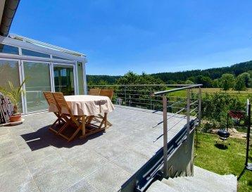 Sous compromis.<br><br>Magnifique maison individuelle située à Brouch dans la commune de Helperknapp, canton de Mersch.<br><br>Erigée sur 4.76 ares avec +/-210m2 de surface habitables, elle se compose comme suit:<br><br>Rdch:<br>- hall d\'entrée<br>- salle à manger donnant accès à la véranda<br>- salon avec cheminée donnant accès à la terrasse orientée plein sud<br>- Cuisine équipée individuelle <br>- 1 chambre à coucher<br>- 1 salle de bain avec fenêtre<br>- et 1 WC séparé<br><br>A l\'étage:<br><br>- 3 chambres à coucher dont une avec dressing<br>- 1 salle de douche avec multiples rangements<br><br>Au sous-sol:<br><br>- grand garage<br>- pièce de sauna avec douche et jacuzzi<br>- salle de sport<br>- pièce pouvant être utilisé comme bureau ou chambre<br>- buanderie <br>- 2 caves<br><br>Atouts de cette maison:<br><br>- vue totalement dégagée  sur une zone verte protégée \