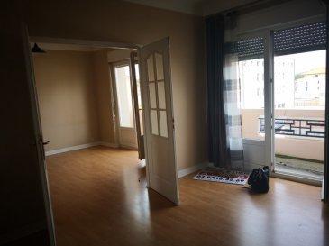 Appartement F3 Moulins les Metz 78.23m2. Un appartement type  F3 78.23m2 <br/>comprenant, une entrée avec placard , une grande cuisine équipée donnant sur un balcon<br/>un salon séjour avec balcon , une chambre , une salle d\'eau, un wc<br/>une parcelle de jardin + une cave <br/>chauffage individuel gaz <br/>