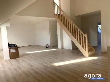 CATTENOM : Joli appartement en duplex de type F5 bis de  121,40 m²  au sol et 90,40 m en mesurage carrez, appelé penthouse entièrement remis à neuf avec des prestations actuelles, situé au 2 ème et dernier  étage d'une bâtisse datant des années 1930, offrant : Une pièce de jour de 36 m² ouvrant sur un espace cuisine, 3 chambres de 18 et 2 de  10 m², dont  la chambre de 18 m² en duplex, une sdb de 6 m² équipée d'un espace buanderie, wc séparé, mais également un espace bureau supplémentaire de 7 m²,  1 place de parking privative, de nombreuses places de parking en face de la maison de caractère et 1 cave de 19 m²,  prestations neuves: électricité, sols, isolation phonique et thermique, double vitrage et volet PVC, peinture blanche des murs, salle de bain, chauffage central, L'appartement est de bon standing, bien agencé aux prestations soignées alliant la fonctionnalité et le charme de l'ancien,  Proposé à 210 000 '  DPE : C A propos de la copropriété : Charges mensuelles 20 '  3 appartements Honoraires compris  Agora Thionville : 03 82 54 77 77