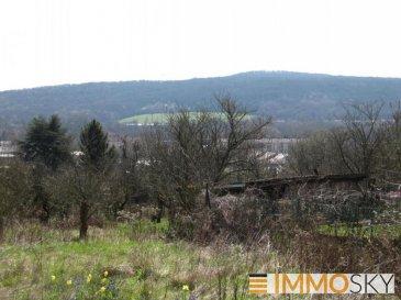 M572609B EXCLUSIVITE A VENDRE TERRAIN 582m² avec Permis purgé - vue exceptionnelle ARS SUR MOSELLE<br>Terrain à viabiliser avec Permis de Construire purgé pour réalisation d\'une maison individuelle de 118m² de plancher, en R+1.<br>Dans impasse au calme, sur les hauteurs de Ars sur Moselle, avec vue dégagée sur la vallée de la Moselle. Façade de 12m² environ.<br>Proximité des écoles, commerces centre ville, transport en commun, gare, et autoroute A31Produit rare à saisir.<br>Accompagnement possible dans les démarches administratives, et de construction. Pour plus d\'informations Olivier FREMONT, Agent commercial spécialiste du secteur, est à votre entière disposition au 07 67 29 36 16.<br>Honoraires à la charge du vendeur.