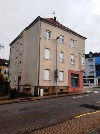 Immeuble, composé de 6 logements et  1 cellule commerciale. Immeuble rénové en 2007, Chauffage gaz individuel sauf 1 F1. Isolation et double vitrage. Composé : - Au rez-de-chaussée d'une surface commerciale de 119m² - Aux étages, 2 F3, 3 F2 et 1 F1. D'une surface totale de 470 m².  Rentabilité :8.3 %
