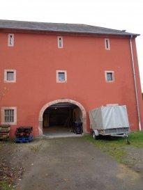 A louer dépôt au sous-sol d'une grange avec accès individuelle à Reichlange.  Les frais d'exploitation sont inclus dans le loyer.   Commission d'Agence: 702€