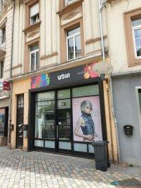 Tempocasa Mondorf vous propose en exclusivité un  fond de commerce   situé à Esch/Alzette au RDC  dans une rue passante<br><br><br>Il est composé d\'un bel espace coiffure et bac à shampoing, une pièce cuisine bureau , une buanderie et d\'un WC séparé.<br><br>Loyer 1800 HTVA<br><br>A voir absolument!!  <br />Ref agence :DK112