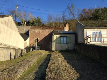 Maison  à Montval sur Loir.  Maison d\'habitation comprenant : entrée dans cuisine, salle d\'eau avec wc, salle à manger, chambre, cave en enfilade.<br> Grenier au-dessus de la salle à manger.<br> Cave indépendante avec grenier au-dessus, dans le roc.<br> Garage.<br> Sur une surface de 408 m2.