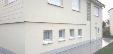 Montigny-lès-Metz Immeuble de rapport en parfait état.. Immeuble composé de 3 logements.<br/>En rez-de-chaussée: 1 F2 de 48m²  avec cuisine équipée, loué 660€ net.<br/>Au 1° étage: 1 F5 de 99.79 m² Carrez cuisine équipée, 3 chambres, garage double loué 1060€ net.<br/>Au 2è  étage: 1 F2 38.68 m² Carrez et 45.61 m² au sol. cuisine équipée. Loué 660€ net.<br/>Revenu annuel:  28560€.<br/> Une cave et parking 2 vl. à l\'avant.<br/>Pour plus de précisions, merci de contacter Mr. Vincent Cimino au 0610326357.<br/>