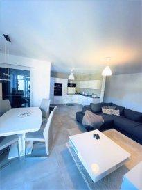 REAL G IMMO, vous présente ce splendide appartement de +/- 60m² situé dans une zone 30km/h à Differdange.<br>Proche de toutes commodités tel que commerces, écoles, crèches, maison relais et transports publiques.<br><br>Ce bien se compose comme suit :<br><br>- Hall d\'entrée,<br>- Cuisine équipée ouverte sur le living donnant accès à un balcon de +/-5m²,<br>- Un WC séparé,<br>- Suite parentale avec salle de douche avec douche à l\'italienne,<br><br>À ce bien s\'ajoute une cave privative de +/- 8m², une buanderie commune, un emplacement intérieur et un jardin commun.<br><br>INFORMATIONS COMPLÉMENTAIRES<br><br>- Résidence construite en 2018<br>- Triple Vitrage PVC,<br>- Classe énergétique BB<br><br><br>Pour plus de renseignements ou une visite des lieux (également possibles le samedi sur rdv), veuillez nous contacter au 28.66.39.1.<br><br>Les prix s\'entendent frais d\'agence de 3 % TVA 17 % inclus.<br><br>Les visites ont repris, et nous sommes heureux de pouvoir à nouveau vous revoir ! Notre équipe sera équipée de gants et de masques afin de vous recevoir ou vous faire visiter nos biens en toute sécurité.
