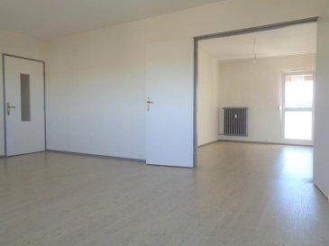 Dans une copropriété des années 70, au 7ème étage avec ascenseur direct, appartement lumineux de type F3 de 56.95m² habitables, entièrement refait en 2017. Composé d\'une entrée desservant un séjour, cuisine dinatoire équipée (four, plaque, hotte, frigo et freezer encastrés), 2 chambres, salle d\'eau, toilettes séparés. Loué avec une cave privative.<br />Disponible au 1er Août 2020.<br />Loyer de 607 ' | mois (charges incluses comprennant chauffage, eaux chaude et froide, ascenseur, gestion courante copropriété).<br />Pour toutes informations complémentaires, merci de nous conatcter au 03.87.40.55.55.