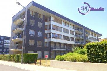 New Keys vous propose à la vente ce bel appartement de +/- 84m2, situé à proximité immédiate de toutes les commodités: arrêt de bus, hôpital, écoles, commerces, supermarchés et principaux employeurs du Kirchberg ( rue d'Avalon).  A la fois très lumineux et fonctionnel, l'appartement se trouve au 2ième étage avec ascenseur. Il se compose comme suit :  - Grande pièce à vivre de 32 m2 - Cuisine ouverte et équipée  - 2 Chambres (+/-15 et +/- 12 m2) - WC séparé  - Une salle de bain avec baignoire  Pour compléter ce bien, vous disposez d'une cave. En commun, vous profitez d'une buanderie.    Pour plus d'informations et /ou visites, veuillez nous contacter au 27 99 86 23 ou par email à l'adresse info@newkeys.lu