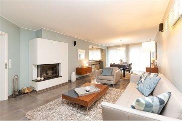 Maison 140 m² avec grand jardin RE/MAX spécialiste de l'immobilier à Syren vous propose cette superbe maison jumelée de 2008, avec un grand jardin  D'une superficie habitable de 140 m2 , elle se compose comme suit :   * Au rez-de-chaussée :  Hall d'entrée de 9,10 m² Beau salon 36 m2 avec foyer fermé et accès à la terrasse de 70 m2 cuisine ouverte en parfait état de 16,55 m² ( entièrement équipée ) une reserve de 3 m² 1 WC de 1,70 m² un bureau de 8,50 m²   * Au 1er étage :  une chambre de 9,9 m² une deuxième chambre de 13,50 m² une troisième chambre de 16,10 m² une salle de Bains de 9,50 m² un hall de nuit de 9,8 m² une salle de douche de 4,75 m²  Au sous-sol vous trouvez un grand garage pour deux voitures et une cave.  Le terrain est cloturé et aménagé et offre des belles possibilités de detente.  La maison est en parfait état et habitable sans travaux. Disponible à partir de début Mars.  Commission d'agence  à la charge du vendeur.