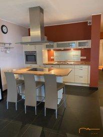 ***SOUS COMPROMIS***Bel appartement meublé sis dans le village de Knaphoscheid, commune de Wiltz.   L\'appartement bénéficie d\'une surface habitable de +/- 95,40 m² , situé au rez-de-chaussée d\'une résidence à appartements dénommée \