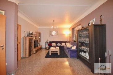 SARTORI IMMO, agence immobilière à Bettembourg vous propose cette charmante maison de 172 m2 surface habitable, construite sur un terrain de 4,1 ares à Grevenmacher   La maison se compose d'un hall d'entrée, d'un WC séparé, d'une élégante cuisine équipée donnant accès à la formidable terrasse et au paisible jardin et possible de faire une ouverture au lumineux double-séjour .  Le premier étage dispose de 2 - 3 harmonieuses chambres à coucher et d'une énorme salle de bains avec un WC.  Au deuxième étage vous trouverez une spacieuse chambre à coucher et une pièce dont une salle de douche est possible .   Vous disposerez aussi au sous-sol d'une cave, d'une chaufferie et d'une buanderie.  Devant la maison vous trouverez 2 emplacements extérieurs.  Extérieur: - Magnifiquement jardin - 2ème terrasse. - Garage pour une voiture. - Parking extérieur pour 2 voitures. - Alarme   Pour plus de renseignements, veuillez contacter Monsieur Sartori au 691 472 013. Ref agence :547