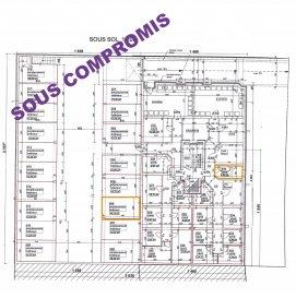 A.S. Real Estate vous propose à la vente un ensemble constitué d'un emplacement de parking intérieur de +/- 14.72m² et d'une cave privative de +/- 5.80m² situés au sous-sol d'une résidence construite en 2016 à Kayl.  À savoir que ce bien constitue un excellent investissement.   Pour de plus amples informations ou pour convenir d'un rendez-vous, n'hésitez pas à nous contacter au (+352) 621 274 674 ou au (+352) 2776 4776