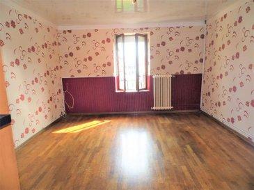 JOEUF  AU CALME MAISON 90 M². Petit budget pour cette maison F4 située au calme !<br>Elle comprend:<br>Au RDC une cuisine, un séjour, une salle d\'eau/wc.<br>A l\'étage : 2 chambres<br>En combles : une chambre et un petit grenier pouvant faire office de dressing ou de bureau<br>Au sous-sol : une cave<br>A l\'extérieur: un jardin, un garage et une remise<br>Des travaux de rénovation à prévoir.<br>A noter: la chaudière gaz ( et production d\'eau chaude) basse température a été installée en 2013, les volets roulants électriques en 2012, double vitrage PVC et bois.<br>Un bien idéal pour une première acquisition ou pour un investisseur !<br>DPE C / GES D<br>Pour tous renseignements, vous pouvez contacter Isabelle GOETZ au 06.47.61.33.14<br>