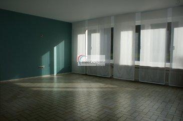 LOUE !! IMMO EXCELLENCE vous propose en exclusivité ce joli appartement d'une surface habitable de 120 m2  avec vue imprenable sur la Sûre. L'appartement se compose comme suit : Un hall d'entrée, un spacieux living avec salle-à-manger, une moderne cuisine équipée, un W.C. séparé, une salle-de-douche avec raccordement pour une machine-à-laver, deux grandes chambres-à-coucher avec accès sur un balcon, un débarras, une cave, un balcon ainsi qu'un garage pour une voiture.  A 10 minutes du centre-ville d'Echternach.  A voir absolument.     Ref agence :3426542