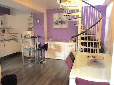 *** NOUVEAU PRIX *** Louis MATHIEU RE/MAX Partners, spécialiste de l'immobilier à Dudelange, vous propose ce beau duplex récemment rénové aux finitions soignées, d'une superficie de 101 m2 habitables. Il est situé au rez-de-chaussée d'une petite résidence de deux appartements.  Il se compose de la manière suivante :  Au Rez-de-chaussée : Une grande pièce de vie salle à manger/séjour. Pièce lumineuse avec un accès sur une terrasse/loggia de 8 m2. Cette dernière comporte un coin buanderie. Une belle cuisine équipée ouverte sur la pièce de vie.  Au 1er Étage : Une première chambre de 15 m2. Une seconde chambre de 13 m2. Une troisième chambre de 10 m2. Une salle de bain avec WC.  En plus de cela, l'appartement comporte une quatrième chambre indépendante avec un WC indépendant. Il est possible d'abattre la cloison entre le séjour de l'appartement et cette quatrième chambre pour agrandir le rez-de-chaussée.  Enfin, ce duplex est vendu avec un garage et une cave.  Appartement à venir visiter rapidement ! Coup de coeur assuré !  N'hésitez pas à me contacter pour tous renseignements supplémentaires, photos supplémentaires ou programmer une visite.  Contact : Louis MATHIEU au 00 352 671 111 323 ou louis.mathieu@remax.lu