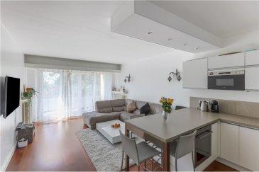 Veuillez contacter Philippe Mélard pour de plus amples informations :  - T : 661 405 446 - E : philippe.melard@remax.lu  (En exclusivité) RE/MAX, Spécialiste de l'immobilier à Luxembourg, vous propose ce magnifique appartement de 79 m², dont environ 75 m² habitables.   L'appartement se situe au 1er étage (avec ascenseur) de la résidence Azur (route d'Arlon), parfaitement entretenue, datant de 1961.  L'appartement se compose comme suit : - Une pièce de vie avec cuisine équipée de 30 m² avec accès direct à un balcon de 3,75 m² - 1 hall d'entrée de 12 m² - 1 salle de bain (avec baignoire et douche) de 6,50 m² - 1 chambre de 13,6 m² - 1 chambre de 9 m2 donnant accès à un balcon de 4,5 m² - 1 WC séparé  Autre composante de cette vente : - Garage privatif de 17 m²  La résidence, comme l'appartement, sont très bien entretenus. Chauffage collectif au gaz (2011). Pas de travaux à prévoir.  Visite virtuelle : https://premium.giraffe360.com/remax-select/22ae835688f14c30bb75997c691928ef/  Frais d'agence RE/MAX : 3 % du prix de vente à la charge de la partie venderesse + TVA. Toutes les offres sont soumises à acceptation des propriétaires vendeurs.