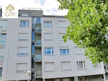 Beau duplex situé au dernière étage d\'une résidence construite en 2002, proche de toutes commodités.<br><br>Celui-ci se compose comme suit:<br>* Hall d\'entrée,<br>* 2 grandes terrasses,<br>* Living et salle à manger donnant accès à une terrasse exposé plein sud,<br>* Cuisine équipée,<br>* 2 chambres à coucher dont une donnant accès à la 2ième terrasse,<br>* Salle de bain avec baignoire,<br>* wc séparé.<br><br>A ce bien s\'ajoutent une cave et un emplacement privatif. La résidence dispose également d\'un joli jardin clôturé.<br><br>Pour plus de renseignements ou une visite (visites également possibles le samedi sur rdv), veuillez contacter le 28.66.39.1.<br><br><br />Ref agence :72349