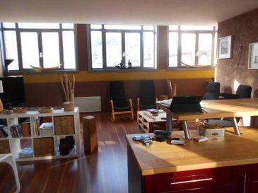 Réf: 5706  Superbe appartement créé en 2006 de 88 m² dans un immeuble constitué de deux appartements comprenant: Grand séjour, cuisine équipée, deux chambres dont une avec dressing, salle d\'eau avec douche italienne, wc,ambiance loft. Garage avec porte motorisée Poêle à bois étanche neuf  Pas de charges de copropriété, appartement aux normes handicappésRéf: 5706  DPE: 305   GES: 17