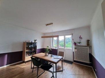 Appartement F3, situé au RDC surrélevé d\'un petit immeuble de deux logements, comprenant: un hall d\'entrée, un séjour avec un balcon attenant, une cuisine équipée va être installée, deux chambres, une salle de bain et un wc.  En annexe: un garage et une partie de jardin  Détail des charges: provision sur eau froide, entretien espace vert, électricité des communs, entretien chauffe-eau et chaudière.  Disponible le 10/09/2021