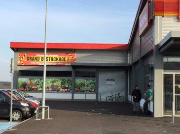 Local commercial à créer aux abords de la superette NORMA à Folschviller. Nombreuse place de stationnement disponible, belle visibilité de la route.