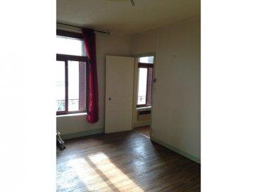 JARNY Appartement F3 en bon état situé au dernier étage d\'un petit immeuble, il se compose d\'un séjour, cuisine indépendante, 2 chambres, salle de douche avec wc.<br>Loyer : 435.00\'. Charges : 10,00\'.<br>Frais de visite, dossier, rédaction : 323.63\'.<br>Frais d\'état des lieux d\'entrée : 121.37\'.<br>Dépôt de garantie : 435,00\'Contacter l\'agence ABAC IMMOBILIER au 03.87.18.37.80
