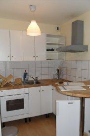 Studio meublé - 32m2 - Strasbourg Krutenau. Idéalement situé au cœur du quartier de la Krutenau à Strasbourg, à quelques minutes des transports et du centre ville; nous proposons à la location un studio meublé d\'une surface de 31.86m2. Situé au 4ème étage de l\'immeuble avec ascenseur, il comprend: une entrée avec placards, une pièce principale avec cuisine ouverte (plaques, four, hotte, four et réfrigérateur) et une salle de douche avec WC. L\'appartement dispose également d\'une place de parking privative. production d\'eau chaude individuelle électrique, chauffage collectif compris dans les charges.<br>Disponible au 16/03/19.<br>Surface Habitable: 31.86m2<br>Loyer: 595€ /mois charges  comprises dont 90€ de provisions pour charges avec régularisation annuelle <br>Dépôt de garantie: 505€ <br>Honoraires à la charge du locataire: 379.98€ TTC dont 95.58€ TTC pour l\'état des lieux<br>Loyer 595.00  euros par mois  Charges comprises dont<br>- 90.00  euros de provision sur charges - régularisation annuelle<br> Honoraires charge locataire : 379.98 euros TTC dont 95.58 euros TTC pour état des lieux