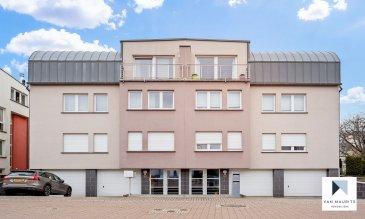 Situé dans la commune de Sandweiler dans une résidence à deux unités, ce lumineux et charmant appartement duplex de standing avec jardin présente une surface nette ± 197 m² pour une surface totale ± 245 m². Il se compose  comme suit :  Au rez-de-chaussée, une entrée sécurisée (avec parlophone) s'ouvre sur un escalier permettant d'accéder au duplex (2-ème étage).  Au 2ème étage, un hall d'entrée ± 6 m² dessert un bel espace de vie composé d'un grand salon / salle à manger ± 38 m² avec cheminée, d'un balcon ± 7 m², d'une belle cuisine indépendante ± 16 m² (très bien équipée avec plaque de cuisson, four, lave-vaisselle, hotte aspirante, plan de travail, rangements) ; ainsi qu'une toilette d'invité ± 2.5 m². Deux chambres ± 17 et 19 m² se situent également à cet étage, complétées d'une salle d'eau (douche, lavabo et WC ± 4m²). Un escalier avec un puit de lumière (grandes baies vitrées) mène à l'étage.  Au 3-ème et dernier étage, un palier de nuit ± 8 m² dessert entre autres la suite parentale ± 25 m² avec balcon orienté sud ± 4 m², un dressing, une salle de bain en suite ± 13 m² comprenant une baignoire, une douche à l'Italienne avec jets, lavabo et un bidet ; et accès à la terrasse ± 24m² orientée nord avec vue dégagée. La deuxième chambre ± 16 m² avec une salle de douche en suite ± 4 m², et la dernière chambre ± 11 m² utilisé en tant que bureau, chambre multifonctionnelle également avec accès à la grande terrasse.  Le rez de chaussée comprend l'espace cave/buanderie ± 9 m², une chaufferie de ± 5 m² et un double garage ±34 m²; ainsi qu'un agréable jardin ± 60 m² privatif complétant ce magnifique duplex.  Détails complémentaires :  · Année de construction : 2002 · Façade refaite en 2016 · Volets électriques (commande centralisée) · Chaudière à gaz de condensation (individuelle) révisée chaque année · Cheminée Philippe dans le séjour (insert) · Toiture arrondie en zinc · Fibre-optique · Vue dégagée · Charges communes : 16 €/mois (électricité + service d'entretien) · Situ