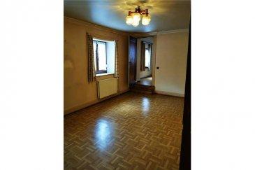 Restaurant avec grand potentiel RE/MAX spécialiste de l'immobilier au Luxembourg vous propose à la location un restaurant avec chambres à rénover à Useldange.   Le bien est composé comme suit :  RDC : 3 pièces, 1 cuisine, 1 hall, 1 cave, 1 buanderie  1er étage : 4 chambres, 1 wc séparé, 1 salle de bain   2ème étage : 1 chambre, 1 bureau, 1 salle de bain, 1 Débarras  La chaudière, l'électricité et les canalisations d'eau sont en ordre.  Les escaliers sont en bois mais les dalles sont en bétons.  Disponibilité du bien : 1er juin 2021  Le loyer est de 3500€/ Mois ( l'autorisation de débit de boissons alcooliques est inclus dans le loyer )  Pas de fond de commerce de disponible.  Travaux à prévoir pour tout le bâtiment ( à la charge du locataire )