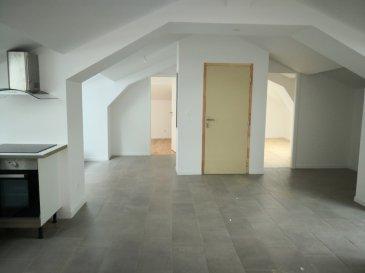 A LOUER  TRÈS BEL APPARTEMENT F3/F4 78 m2. Vous cherchez un appartement atypique neuf  proche de Metz  au calme ? Vous avez trouvé Au premier et dernier étage venez visiter  ce F3/F4  de 78 2 sous comble neuf . composé d'une cuisine équipée ouverte sur séjour de 39 m2, 2 chambres   1 chambre enfant ou bureau  1 salle de bain  wc  1 buanderie , chauffage individuel au gaz    Copropriété de 2 lots.