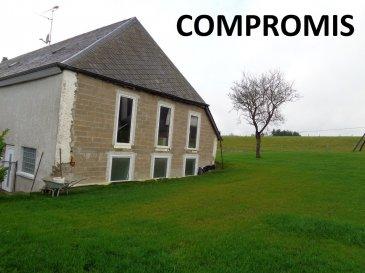 A vendre dans le village de Bigonville, maison jumelée en gros œuvre fermé, située dans une rue calme.  Rdch: - 3 pièces d'environ 8m² - salle de douche, wc - cave.  1er étage: - grande pièce de 65m²  Grenier aménageable.  1 emplacement de parking.  Jardin. Il est possible d'agrandir la maison! Terrain de +/- 6ares (mesurage en cours)