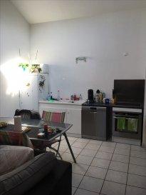 ALT\'IMMOGEST.COM votre agence immobillière vous propose :  Un appartement situé à FONTOY. 2eme étage de type F2 40 M2  Il se compose d\'une cuisine ouverte sur salon.  Une chambre , une salle de bain avec baignoire, WC indépendant et un cellier.  En annexe vous disposerez d\'un box deux voitures, une terrasse commune et d\'une cave.   L\'appartement est disponible mi-avril.   Nous vous proposons cet appartement pour un loyer de 460€ et 40€ de charges (Provision mensuelle : T.O.M. ) Loyer charges comprises : 500 €  Dépôt de garantie : 460 €  Honoraires de mise en location : 240 € ( A la charge du locataire )  Agence ALT\'IMMOGEST.COM 28 Rue Emile Zola 57300 HAGONDANGE Mme SZYNAL Estelle 0387673413
