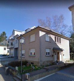 Grande maison libre de 3 coté situé à la rue Bouvart de Mersch. Nouveau chauffage, nouvelle salle de bain, toiture isolée, mais travaux à prévoir.