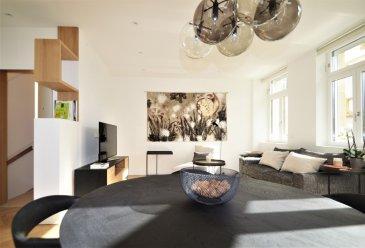 Ce bien d'exception est situé sur le boulevard de la pétrusse, l'immeuble à été entièrement rénovée en 2019. Appartement de type hôtel en raison de son état complêtement rénové à neuf et luxueux.  Il se compose comme suit:   Au premier étage donnant sur un séjour/living ± 35m² ouvert sur une cuisine équipée haut de gamme de 7m², un wc séparé de ±2m², une chambre de ±11m² avec placard et salle de douche traversante sur la master bedroom de 15m². Une place de parking park lift complète cette offre ci désiré.   Généralités:  Bien impeccable et de haut standing;  Garage Park lift;  Chambre avec salle de bain ;  Situation calme et privé dans la ville de Luxembourg-Hollerich