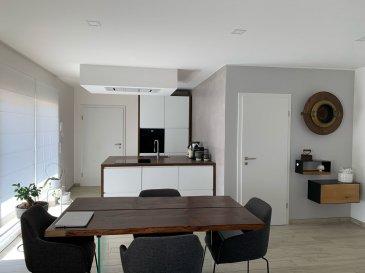 !!!!!!!!!! Nouvelle opportunité à saisir !!!!!!!!!!<br><br>ImmoNordStrooss à l\'honneur de vous presenter cet magnifique appartement au rez-de-chaussée du 2018 dans une petite résidence de 4 unités , proche de toutes commodités .<br>Ce beau appartement avec une bonne finition et sans aucun travaux à prévoir  ( Spot Led dans toutes les pieces, Electroménager Electrolux, Isolations au sol, les murs en Bois Massif , Triples Vitrages , Volets Électriques ,VMC, Fibre Optique, Pompe à chaleur, Panneaux solaires .......) a également pleins d\'atout ;<br>Garage box fermé , Place parking extérieur privatif et une cour derrière ou vous avez encore la possibilité de se garer.<br><br>Cet appartement se compose comme suit:<br><br>- Entrée  <br>- Cuisine équipée ouverte  <br>- Salon/salle à manger <br>- 1 chambre à coucher <br>- Salle de bain avec douche à l\'italienne, <br><br>Une grande cave avec coin buanderie (juste en face de l\'appartement), une terrasse privée avec jardin en commun et un local commun pour vélo et poussettes, local poubelles complètent parfaitement ce bien.<br>Possibilité d\'être vendu meublé.<br><br>Proche de toutes commodités: arrêt de bus, supermarché, banque, post, école et piscine.<br><br>Pour plus de renseignements ou une visite (visites également possibles le samedi sur rdv), veuillez contacter le 691 238 008.