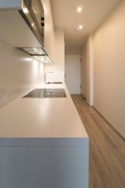 LOCATION MEUBLÉE TOUT INCLUS (scroll down for english)  Soho Real Estate propose à la location un lumineux appartement situé au 2ème étage d'une nouvelle copropriété située à Gasperich dans la commune de Luxembourg.  L'appartement est réparti sur 45m2 de surface nette s'articulant autour d'un grand espace de vie central composé d'une cuisine équipée ouvrant sur le salon qui bénéficie d'une grande luminosité, une chambre à coucher et une salle d'eau avec toilette. L'ensemble se caractérise tant par le soin apporté au choix des matériaux utilisés ainsi que par l'effort d'optimisation du moindre espace.  L'appartement est proposé entièrement meublé et équipé. Une machine à laver ainsi qu'un sèche-linge complètent l'offre, à laquelle vient s'ajouter un emplacement de parking dans le garage sécurisée de la résidence.  Situé dans le quartier de Gasperich à proximité immédiate du centre d'affaires de la Cloche d'Or et ses nombreux bureaux, commerces et restaurants. Des équipements de loisir tels que salles de sports indoor et outdoor ajoutent à l'attractivité de ce quartier qui avec ses institutions européennes, financières et d'audit s'est transformé en quelques années seulement en l'un des poumons économiques du Grand-Duché de Luxembourg.  L'unité proposée fait partie d'une copropriété avec ascenseur livrée en 2019. Dans le contexte actuel du développement durable il a été opté pour une construction au standard « basse consommation d'énergie », répondant à la classe d'efficience énergétique « A ».  Pour plus d'informations et/ou pour planifier une visite, veuillez contacter Cadolino José par téléphone au +352 661 349 405 ou par email à josecarlo.cadolino@gmail.com. ___________________________________________________________________ ALL-IN FURNISHED RENTAL  Soho Real Estate offers for rent a bright apartment located on the 2nd floor of a new condominium located in Gasperich in the municipality of Luxembourg.  The apartment is spread over 45m2 of net area revolving around 