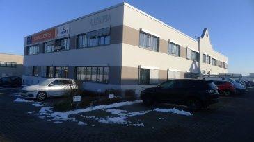 Le bâtiment Olympia se déploie sur 2 étages et peut proposer jusqu'à 90 espaces de bureaux (de 10m² à 150m²) répartis sur ses 1500m².  Bureaux modulables, aménagement intérieur soigné et chaleureux....  Bureau avec fenêtre de 14,4m² situé au 1er étage.  Charges: 4,5€ / m² / mois. Caution: 3 mois de loyer Commission: 1 mois de loyer + TVA Bureau meublé: 30€ / mois HTVA Parking extérieur: 85€ / mois HTVA.