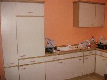 Joli appartement de 55 m2 situé au premier étage avec une grande chambre à coucher, salon, cuisine équipée et séparé et salle de bain. <br>Disponible de suite. Loyer 1.000,- ? + électricité et poubelle. Pas d\'autre charges.<br />Ref agence :703535