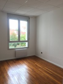 2 pièces - 42.02 m2.  Appartement deux pièces de 42m2 situé au deuxième étage d\'un immeuble rue du Général Fabvier à Nancy. Il comprend une entrée avec placard, une cuisine séparée et équipée, un séjour, une chambre avec placard, une salle d\'eau et WC. Chauffage individuel électrique.