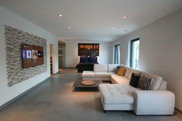 L'agence IMMO MAX vous propose de venir découvrir ce magnifique Loft idéalement situé à Luxembourg-Kirchberg  Il se compose d'une grande pièce prinicpale avec sa cuisine entièrement équipée d'une grande marque italienne, ainsi q'un coin chambre avec sa salle de douche et son dressing, le tout avec accès à une terrasse de 50m² sans vis à vis.  Tous les matériaux utilisé sont haut de gamme et l'appartement dispose aussi de la domotique.  A cela s'ajoutent un garage,un cave et peut etre vendu avec les meubles.