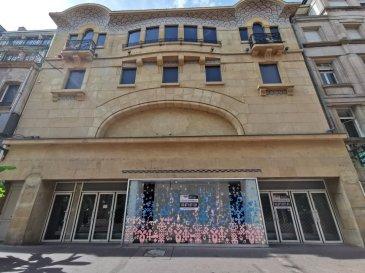 CONTACT : Julien RACH / 07.81.52.53.74 /  METZ, local commercial situé dans le cœur de l\'hypercentre, découvrez un bâtiment de grand prestige, d\'une architecture et d\'une envergure incroyable,   L\'axe principal sur lequel se trouve le local commercial profite d\'un très fort passage de clientèle,   Le local est composé de plusieurs plateaux :  R+6 321m² Bureaux, locaux sociaux, locaux technique,  R+5 177m² Bureaux, locaux sociaux, locaux technique,  R+4 412m² Surface de vente,  R+3 361m² Surface de vente,  R+2 421m² Surface de vente,  R+1 349m² Surface de vente,  RDC 425m² Surface de vente,  R-1 425m² Surface de vente,  R-2 334m² Bureaux, locaux sociaux, locaux technique,  R-3 439m² Réserve   Enseignes nationales et internationales présentes à proximité,   Convient pour toutes activités : Cabinet médicale, restaurant, bar, vente de prêt-à-porter et objets... (Restauration possible, extraction non existante)   Possibilité de diviser les volumes,  Pour plus de renseignements contactez : Julien RACH Tél : 07.81.52.53.74        Mail : julien@procomm.fr Cabinet d\'affaires Procomm - Immogest