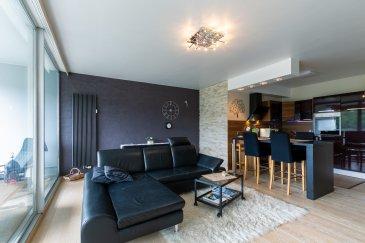 *** DISPONIBLE A PARTIR DU 15/04/2019 ***  Ce joli appartement très lumineux, entièrement meublé et équipé vous est proposé à la location courte durée (minimum 1 mois). Situé dans un immeuble prisé avec piscine et salle de sport, il permet un accès rapide vers le Kirchberg et le centre-ville.   Il est composé : •D'un grand séjour avec accès à la 1ère terrasse, •D'une cuisine ouverte complétement équipée,  •D'une 1ère chambre attenante à la salle de douche avec WC et machine à laver, •D'une 2ème chambre/suite qui contient une salle de bain avec baignoire et WC, 2 dressings intégrés et accès à la 2nde terrasse, •D'un parking extérieur privé avec accès par badge, •Accès à la piscine de l'immeuble et à la salle de fitness.  Ses grandes baies vitrées s'ouvrant sur deux grandes terrasses offrent une vue imprenable sur la forêt et une partie de Luxembourg-ville, les matériaux qualitatifs et l'emplacement de parking privatif complètent agréablement ce bien.  Vous avez une mission professionnelle temporaire à réaliser au Grand-duché ou bien vous avez besoin d'un pied-à-terre en attendant de trouver une location longue durée ou un bien à acheter ? Cette opportunité est faite pour vous !  Loyer 2.500 Euros charges incluses, caution variable selon la durée de location : •Entre 1 et 3 mois : 2.500 Euros (1 mois de loyer) •Au-delà de 3 mois : 5.000 Euros (2 mois de loyer)  Les charges incluses comprennent : •Eau, chauffage, électricité, entretien des communs, ascenseur, ordures ménagères, •Accès Internet et TV  Frais d'agence : 1 mois de loyer + TVA
