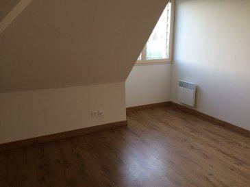 DANS RESIDENCE CALME . Venez visiter ce joli rez-de-jardin au sein d'une résidence calme et récente, comprenant : Au rez-de-chaussée : une entrée, une pièce de vie avec cuisine aménagée et équipée (plaques et hotte), WC, cellier avec ballon d'eau chaud. A l'étage : un palier avec placard intégré (étagères et penderie), une chambre, une salle de bains. Vous pourrez profiter de deux places de parking, d'un local à vélos commun, une terrasse privative. Chauffage électrique.   LIBRE FIN NOVEMBRE 2020 Contactez nous par mail ou par téléphone : aml.ventimmo.cdl@orange.fr ou au 02.43.46.72.51 - 02.43.38.06.68 (ligne directe location)