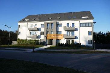 Bel appartement meublé de 65m2 avec une grande terrasse situé au rez-de-chaussée d\'une résidence récente bien entretenue.<br><br>L\'appartement dispose de:<br><br>Hall d\'entrée, belle cuisine équipée, grand living/salle à manger avec accès à la terrasse, grande chambre à coucher, salle de bain avec WC, 1 WC séparé, débarras, grande cave et 2 emplacements intérieurs.<br><br>L\'appartement est dans un état impeccable.<br><br>La résidence se trouve tout à proximité du centre du village de Bertrange ainsi qu\'à 10 minutes du centre de la Ville de Luxembourg.