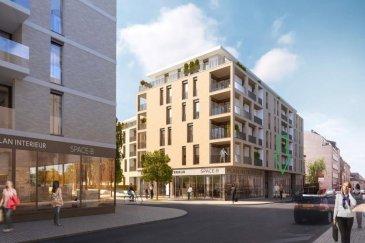 RIE Immobilier  vous propose une surface commerciale neuve de 116,55m² dans la nouvelle résidence SOHO LONDON situé à Luxembourg-Gare.<br>(adrrsse: 61-63 rue de Strasbourg L-2561 Luxembourg)<br><br>Cette surface commerciale est de 116,55m². Les attentes sont en place pour les techniques nécessaires au nouveau locataire. Le propriétaire pourra accepter une entrée dans les lieux un peu plus tôt pour permettre les aménagements (en fonction de la date de livraison).<br><br>Le loyer est de 3.380\' HT par mois et il y a possibilité de louer une place de parking intérieur et GRANDE CAVE de 19,30 m² en suite du parking (cave pouvant être utilisée comme archive) <br><br> Le contrat de location pourra débuter au 1er janvier 2020.<br><br>Cette surface, située directement sur une rue avec un fort passage, est idéal pour un commerce de proximité, salon de coiffure ou autres.<br><br>Merci de nous contacter pour toute demande de précision complémentaire.<br />Ref agence :1722969