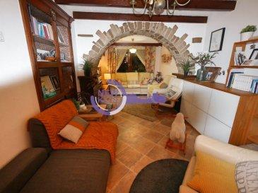 New keys vous propose cette superbe maison 3 chambres d'une surface de 123 m2, idéalement située dans la charmante commune de Kehlen à Nospelt.  La maison se compose comme suit :  Au RDC :  - Un hall d'entrée. - Un débarras. - Une cuisine individuelle toute équipée de 11,5 m2 + /-. - Un salon/salle à manger de 20,5 m2 + /-. - Un WC séparé avec lavabo. - Un espace buanderie avec accès au jardin.  Étage 1 :  - Une chambre de 10,4 m2  +/-. - Une chambre de 11,5 m2  +/-. - Une chambre de 20m2 +/-. - Une salle de bain de 6m2 +/-. - Un WC séparé avec lavabo.  - Étage 2  (Comble à aménager)   Pour compléter ce bien, vous profiterez également des prestations suivantes : - Un Jardin Privatif. - 2 places de parking extérieur.  Disponibilité immédiate !  À VISITER RAPIDEMENT  N'hésitez pas à nous contacter au  352 661 434 100 ou par mail kdif@newkeys.lu pour plus d'informations ou une éventuelle visite.  COVID: Pour votre sécurité, nos visites sont effectuées avec des masques, des gants et limitées à 3 personnes par visite.  Les prix s'entendent frais d'agence de 3 % TVA 17 % inclus dans le prix est payable par le vendeur.  Nous recherchons en permanence pour la vente et pour la location, des appartements, maisons, terrains à bâtir pour notre clientèle déjà existante. N'hésitez pas à nous contacter si vous avez un bien pour la vente ou la location. Estimation gratuite. Ref agence : 5003450