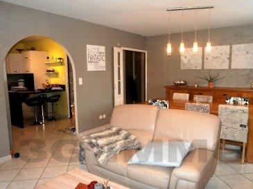 Découvrez avec 3G Immo à  Heumont, cet appartement de 100m² situé au deuxième et dernier étage d'une petite copropriété de 2000 gérée par un syndic bénévole.   L'appartement se compose d'une cuisine full équipée (12m²) de 2013 ouverte en « L » sur une pièce de vie de 27m² avec accès balcon de 8m² exposé plein sud. Un couloir dessert un cellier, un Wc, une salle de bain (carrelage intégral avec douche, baignoire d'angle et meuble vasque), deux chambres dont une de 18m² avec penderie intégrée.  A noter la présence d'une cave et d'un garage pour une voiture.  Carrelage au sol dans tout l'appartement, DV PVC, Chaudière gaz de 2014, adoucisseur d'eau, pièce de vie très lumineuse.   Environnement de qualité et au calme dans une commune équipée des écoles maternelle, primaire et collège, pharmacie et maison médicale ainsi qu'un tissu associatif varié. Taxe foncière : 816€, nombre de lots de la copropriété : 6, charges mensuelles : 30€.   Le prix inclut nos honoraires Pour tous renseignements : Grégory Lambermont : 06.42.85.79.02  François Lambermont : 06.23.51.05.74  www.lambermont-immo.com  www.3gimmobilier.com/lambermont  Mandataires indépendants du réseau 3G Immo Consultant immatriculés au RSAC de Briey N°524 212 917 et N°791 005 580