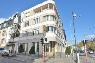 --------------------RESERVE---------------------------- LUXEMBOURG BELAIR, LUX ETOILE  Centre d'Affaires, magnifiques bureaux de 185,38 m2 + 16,38 m2 de cave,  au rez-de-chaussées avec grandes vitrines, au croisement de la rue des Dahlias et l'Avenue du X Septembre. Ils sont composés de : grande réception, salle de conference, local informatique, plusieurs bureaux et postes de travail très lumineux, débarras, kitchenette, WC hommes et femmes, parquet au sol,  Air conditionné installé dans les bureaux, Hauteur sous plafond ~3m80, câblage informatique, possibilité de louer 4 emplacements de parking (prix : 190 euros par mois par parking), disponibilité : le 1er Avril 2018, A deux pas du centre ville, commerces à proximité,  Idéal cabinet d'avocats, architectes, expert comptable, profession libérale,  Contact et visites : Rosalba MAITRE tél: 691 550 189 Commission d'agence : un mois de loyer +TVA